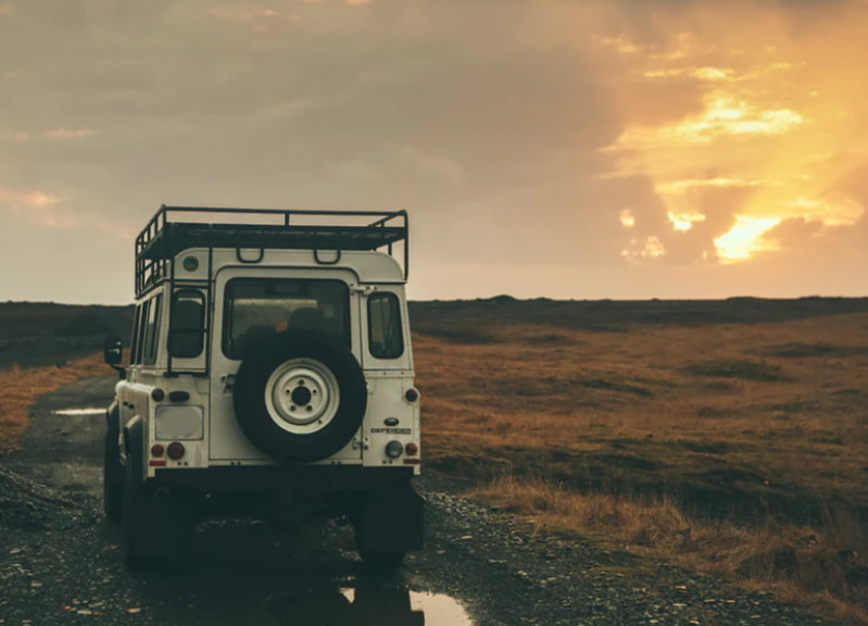 Mit dem Land Rover Defender unterwegs und niemals alleine.