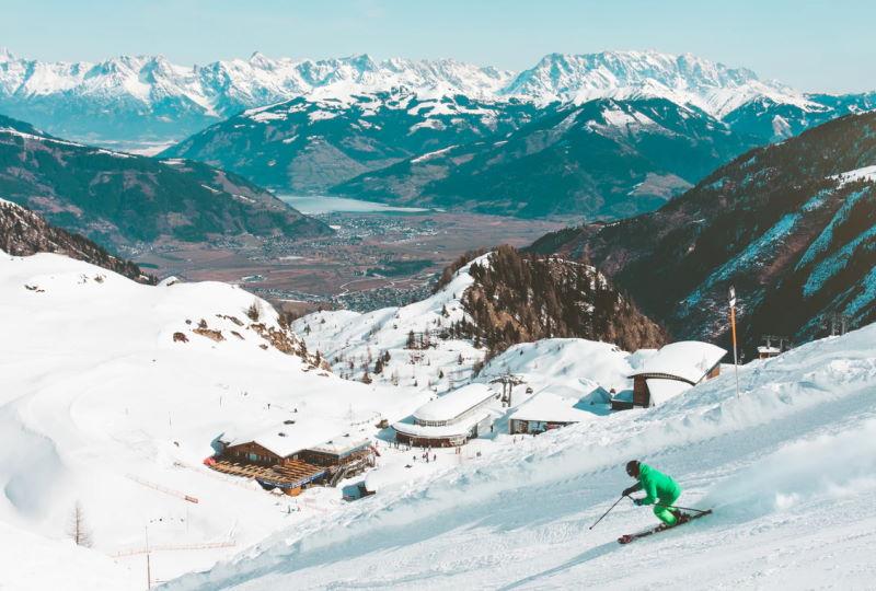 Verschneite Gipfel in der Schweiz